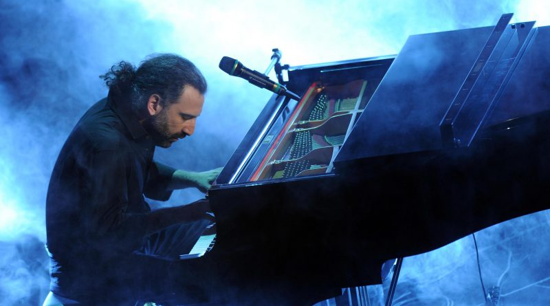 Italian jazz pianist Stefano Bollani performs during the fourth night of the 63rd Sanremo Italian Song Festival at the Ariston theatre in Sanremo, Italy, 15 February 2013. The Sanremo Italian Song Festival runs from 12 to 16 February. ANSA/ETTORE FERRARI