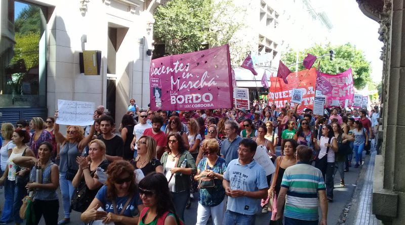 Córdoba: Masiva movilización docente en la primera jornada de paro nacional