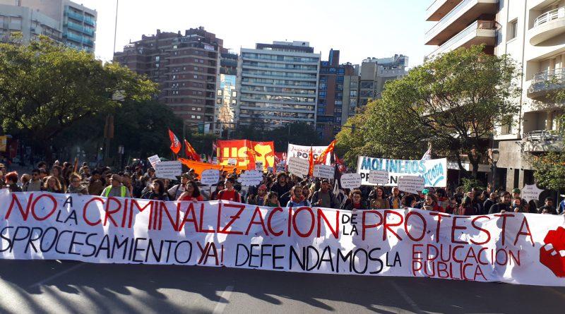 UNC: Masiva marcha contra la criminalización de estudiantes en lucha